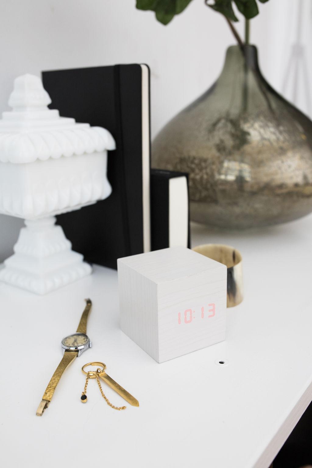 Alarm Clock Wood Cube white | alvaluz.com