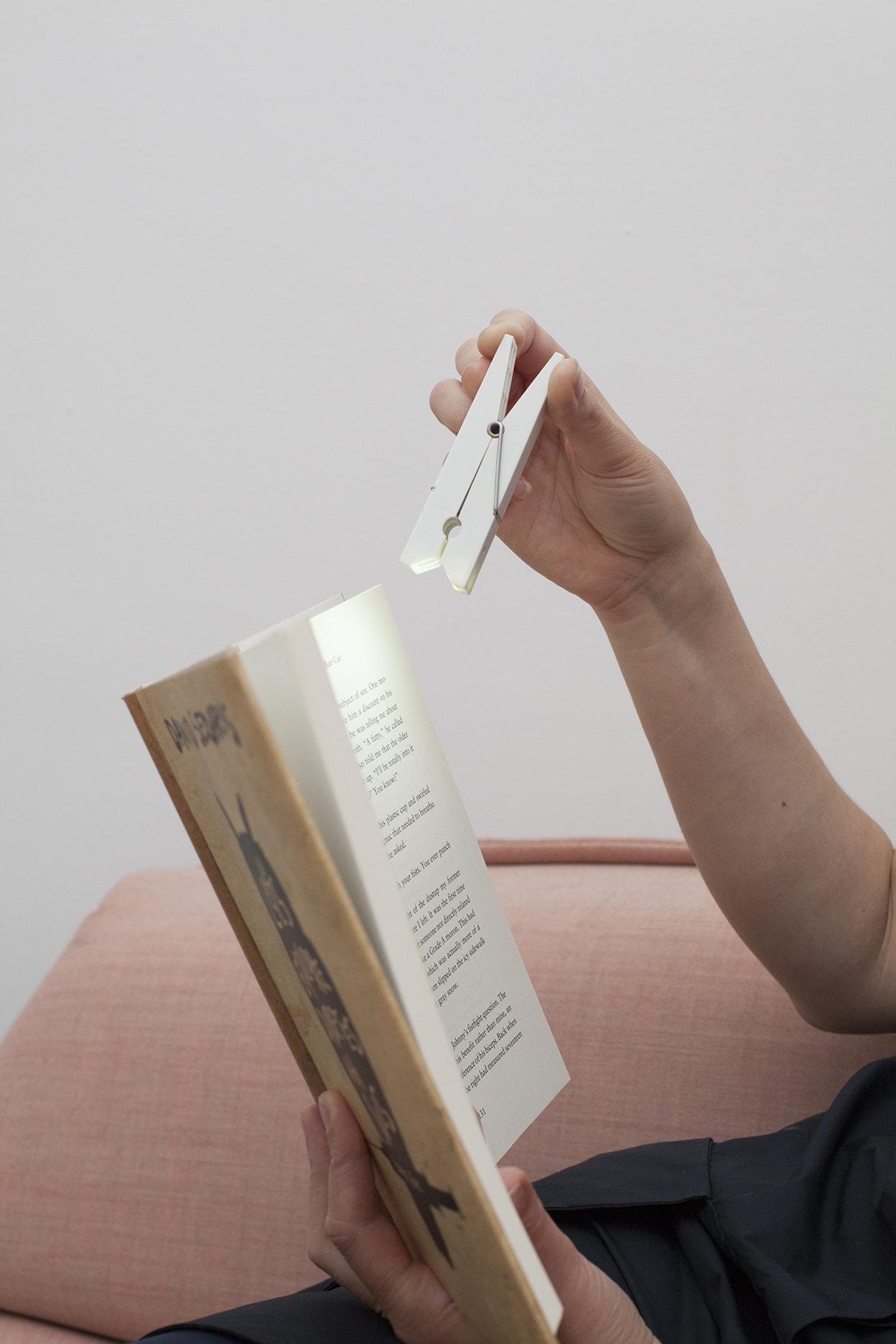 BL03 White Clothespin Clip Light | alvaluz.com