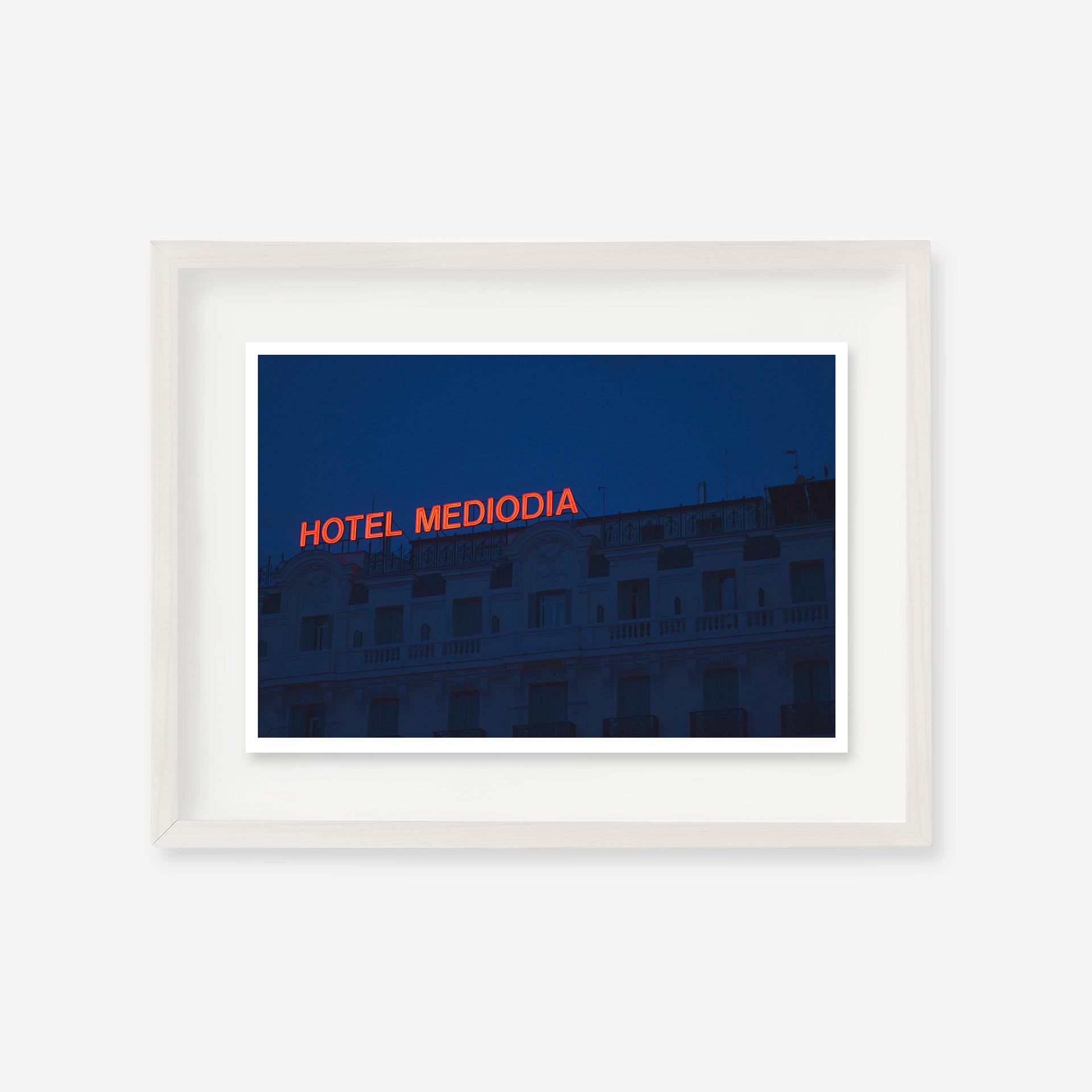 Hotel medio día by Sebastián Lara | alvaluz.com