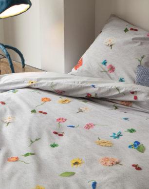 Knitted Flowers duvet cover | alvaluz.com