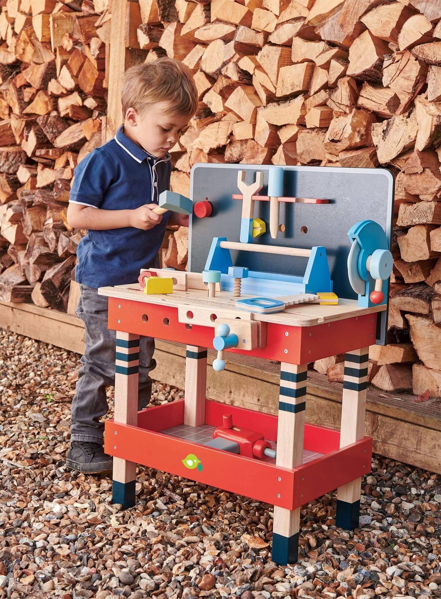 Tool Bench | alvaluz.com