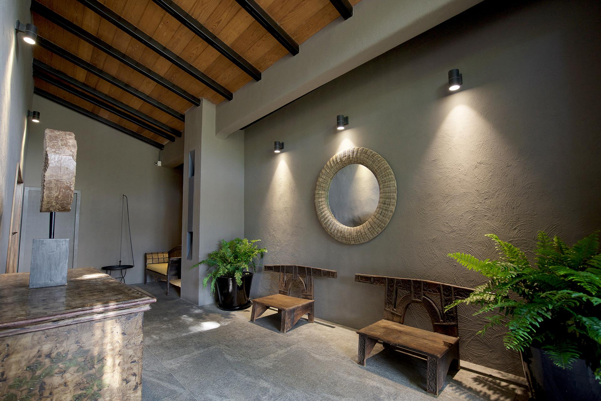 Villas Tres Marías - pasillo de ingreso diseñada por Alvaluz | alvaluz.com