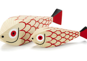 Wooden Dolls Mother Fish & Child by Alexander Girard | alvaluz.com